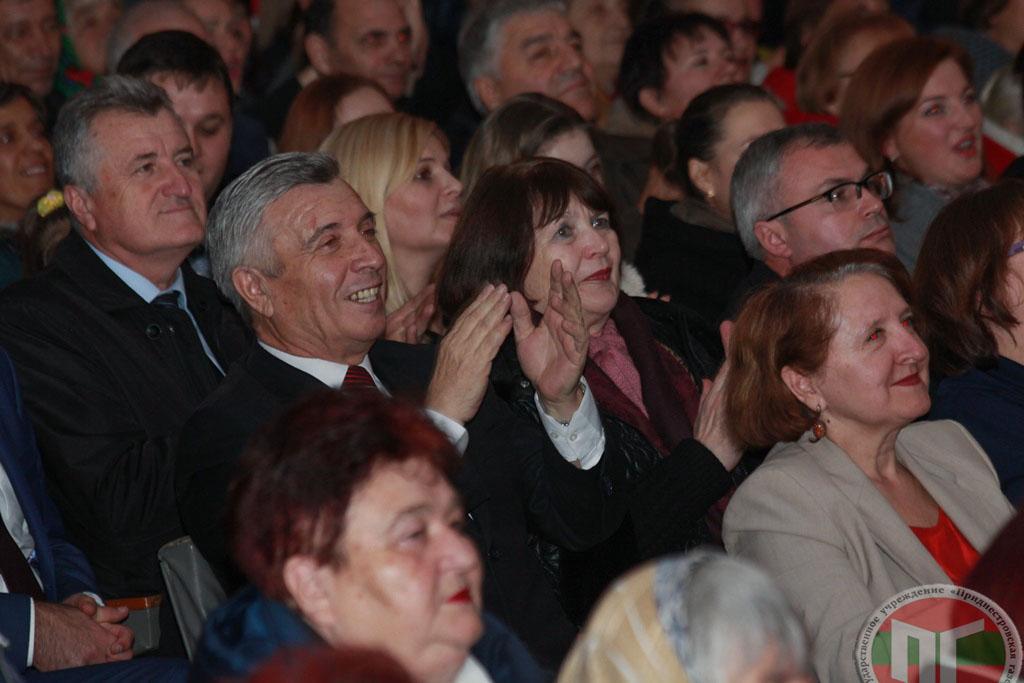 Слободзейцы отблагодарили артистов бурными аплодисментами и передали поздравления с храмовым праздником рыбничанам, откуда родом солисты