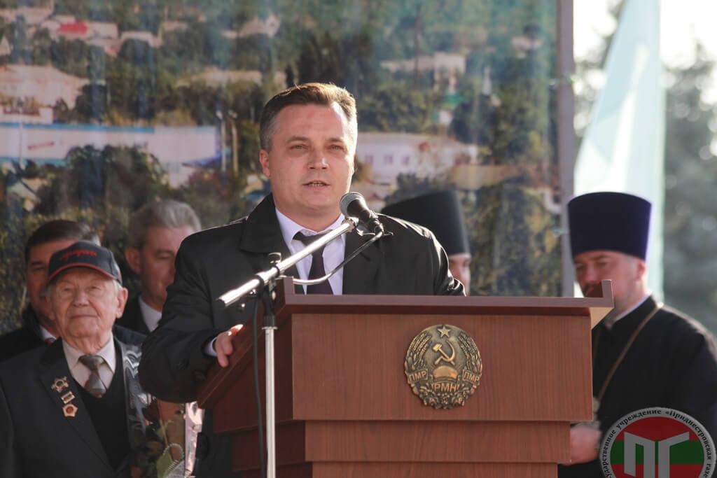 Присутствующих с праздником поздравил глава госадминистрации Руслан Чабан
