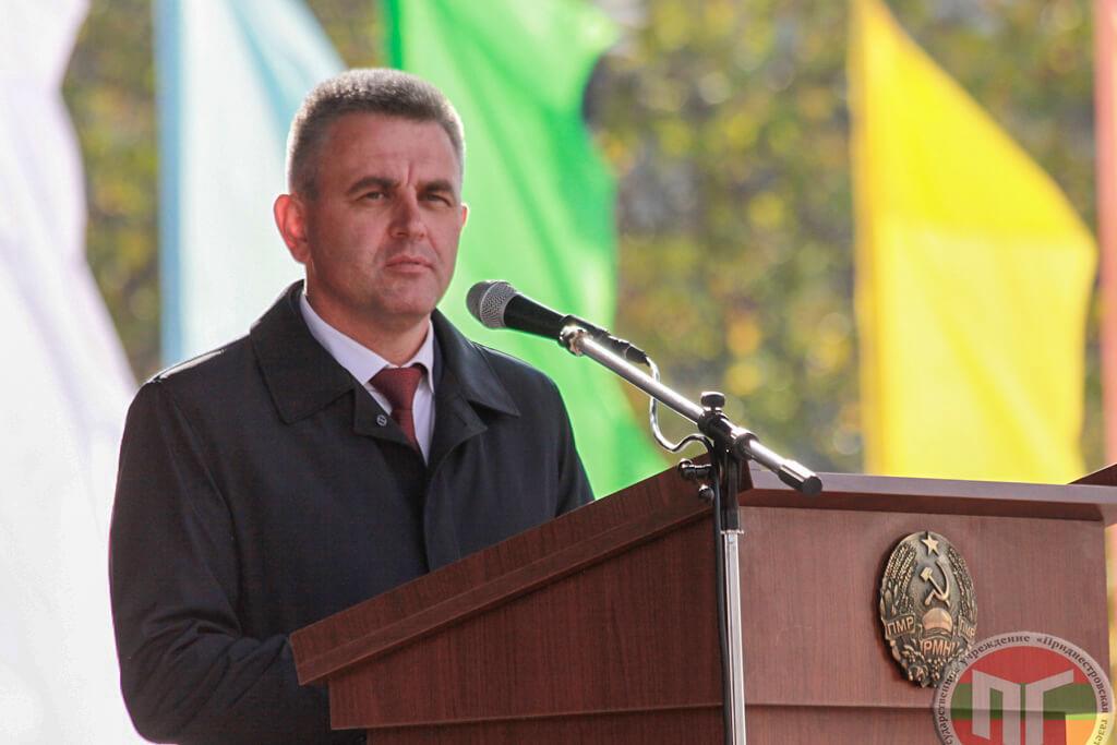 Вадим Красносельский пожелал присутствующим здоровья, благополучия и счастья и выразил уверенность в том, что у города светлое будущее