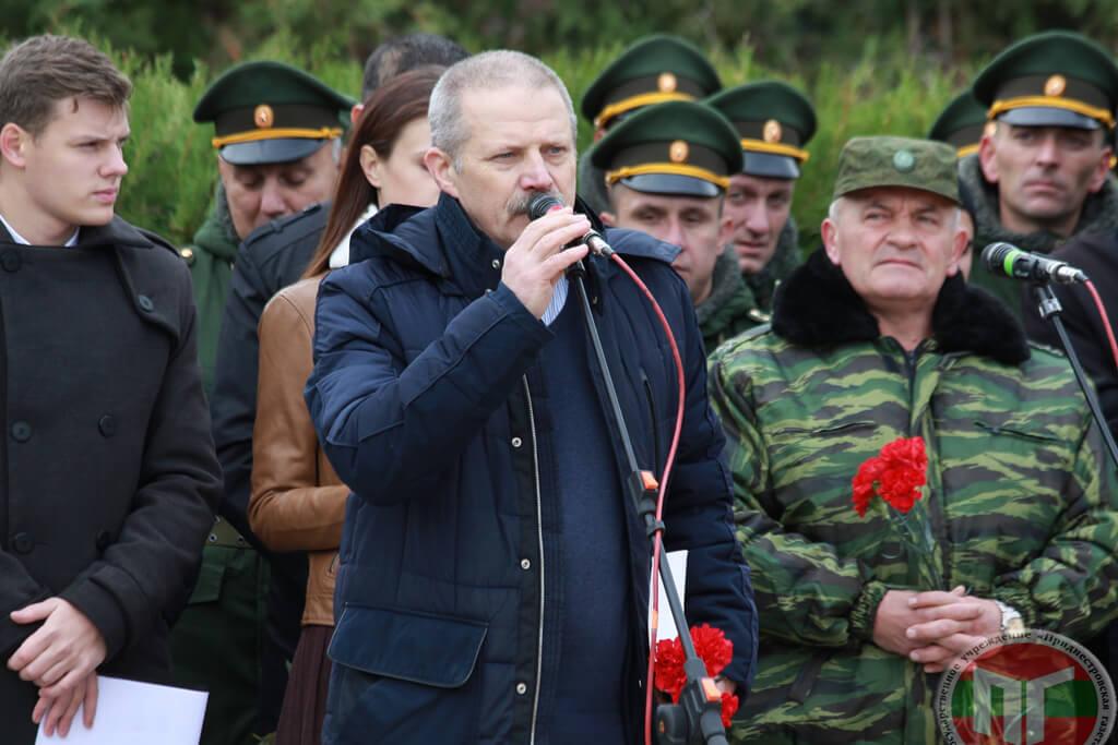 В траурной церемонии принял участие начальник Государственной архивной службы РМ Ион Варта