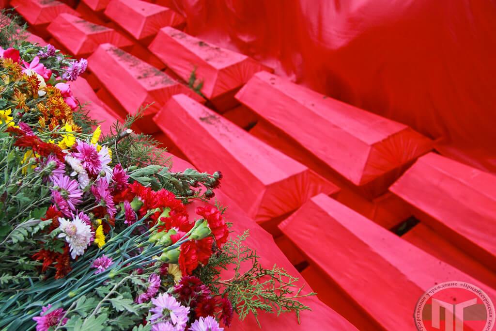 Траурный митинг по случаю перезахоронения жертв политических репрессий, обнаруженных на территории порохового погреба Тираспольской крепости, прошел в столице