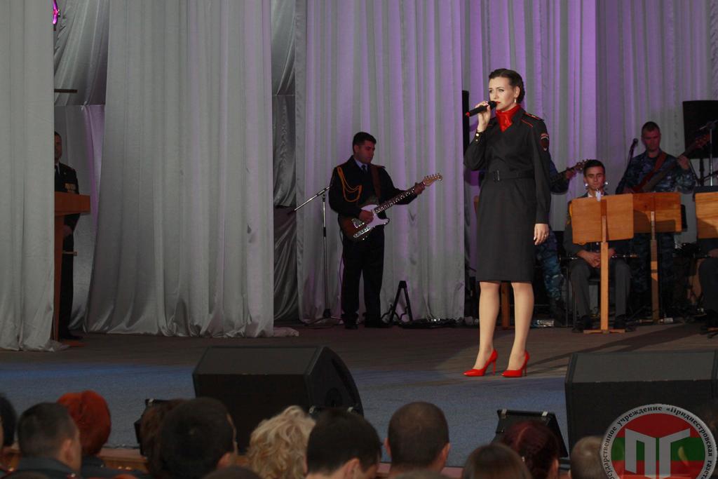 Торжественное мероприятие продолжил праздничный концерт с участием артистов и творческих коллективов республики