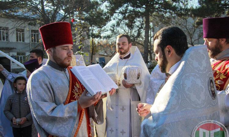 Праздничный день для жителей молдавской части города Слободзея по традиции начался с божественной литургии в храме Архангела Михаила