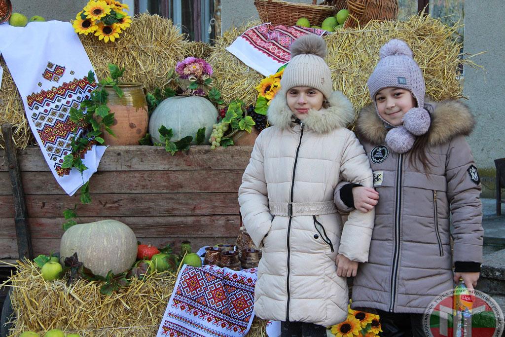 Жители и гости города смогли понаблюдать за процессом рукоделия, сфотографироваться и приобрести маленькие сувениры для дорогих людей
