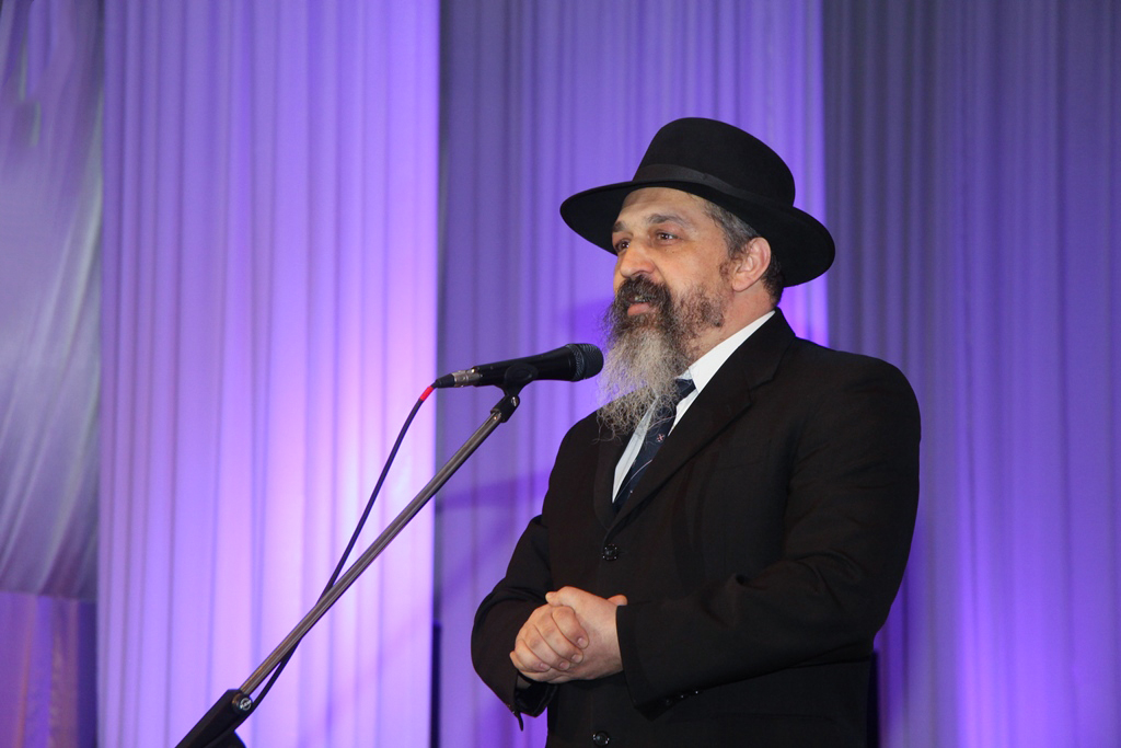 «Хэсэд». На иврите это слово означает «Милосердие». Да, именно так – с большой буквы, потому что в еврейской традиции Милосердие стоит даже выше благотворительности