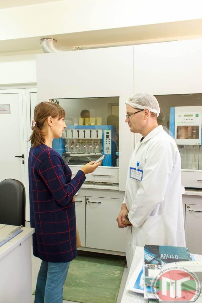 Ведущий биохимик Иван Кузнецов рассказывает о работе испытательной лаборатории ООО «Акватир»