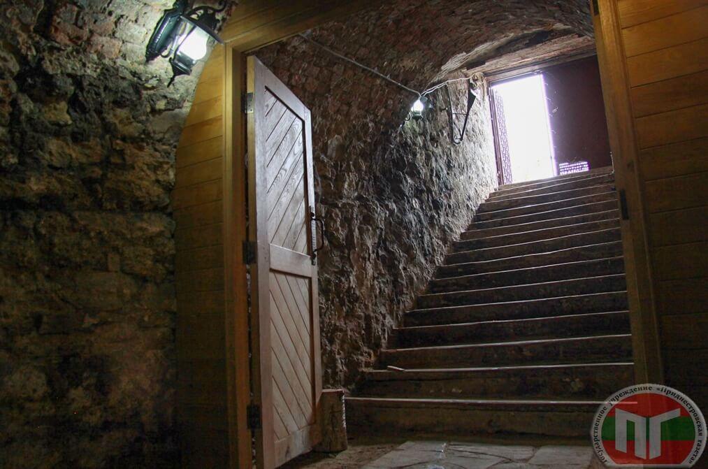 В монастыре есть погреб с винами