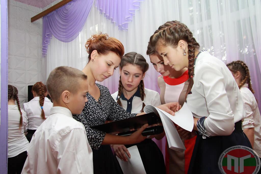 Воспитанники школы-интерната вместе со своими руководителями подготовили праздничный концерт