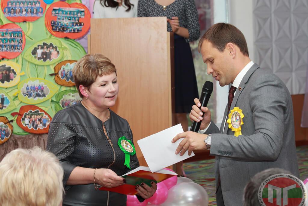 В этот день в адрес школы-интерната прозвучало много поздравлений и добрых пожеланий, гости подарили немало нужных и полезных подарков