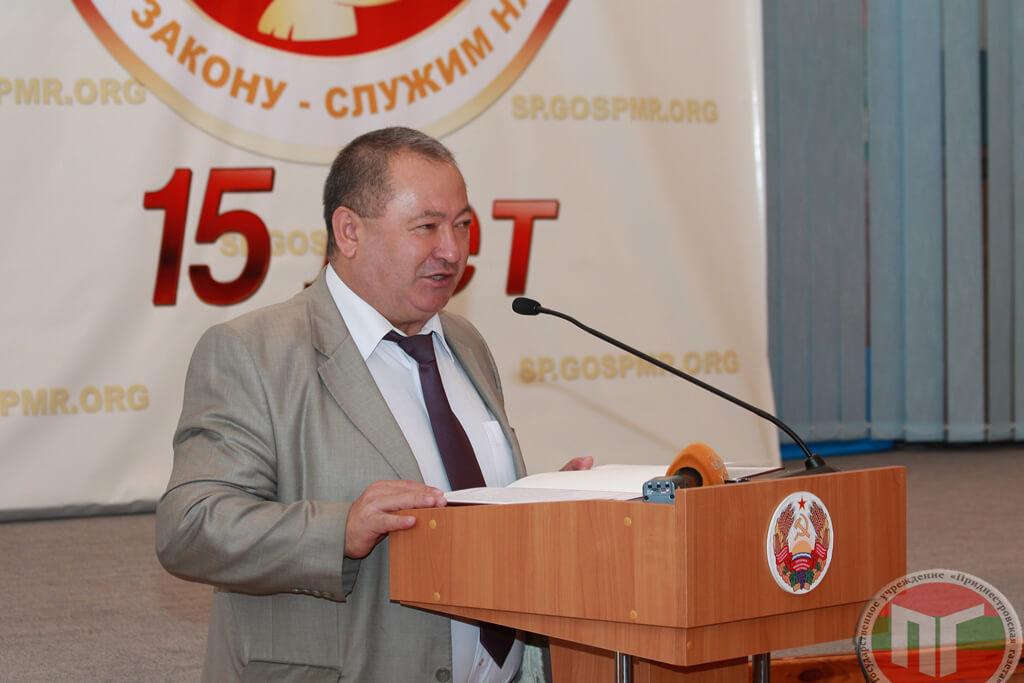 Поздравляя присутствующих с праздником, Михаил Бурла зачитал приветственный адрес Президента ПМР Вадима Красносельского