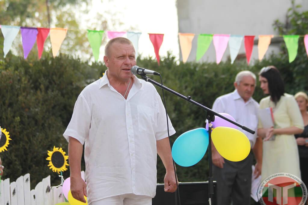 Жителей села Бычок поздравил глава администрации села Николай Косьяненко